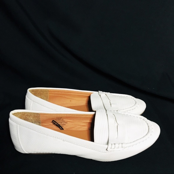 H&M White Faux Croc Loafers W/Rubber Studded Sole Women's Size 8